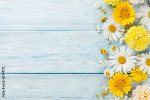Foto op Aluminium Bloemen Garden flowers over wooden background