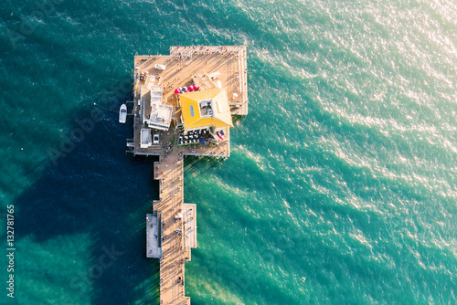 Deurstickers Luchtfoto Aerial view of an ocean pier