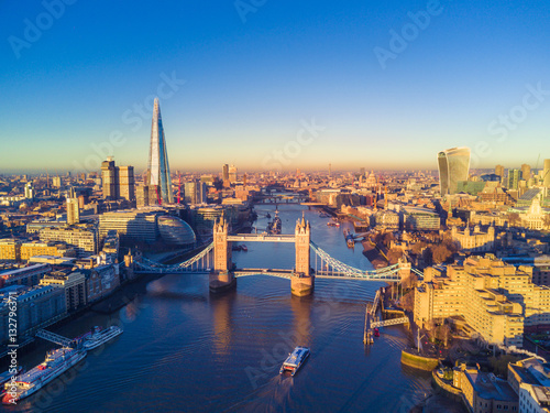 Fotobehang Londen Aerial view of London and the River Thames