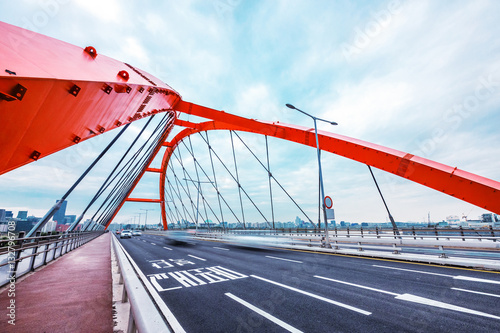 Платно bridge with abstract steel constructions in seoul in cloud sky