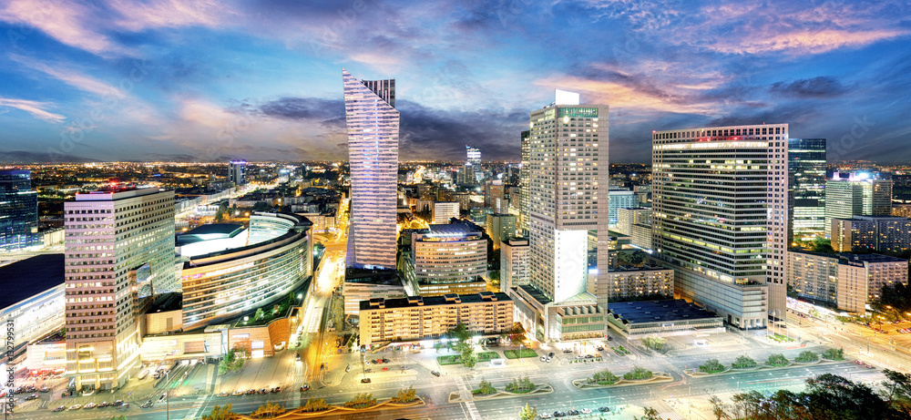 Fototapety, obrazy: Warszawskie miasto z nowoczesnym wieżowcem o zachodzie słońca, Polska