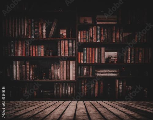 Fotografia blurred Image many old books on bookshelf in library