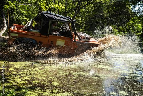 Photo  Land Rover driving through a lake