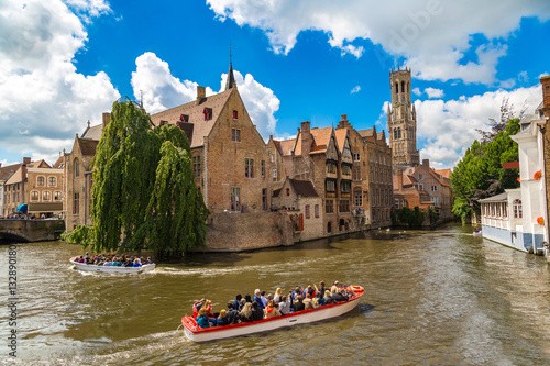 Photo sur Aluminium Bruges Canal in Bruges and Belfry tower