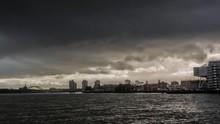 Donkere Wolken Boven Rotterdam...