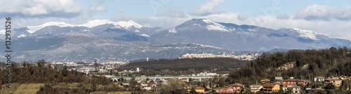 Photo Frosinone e la valle del Sacco, con i monti Ernici, Lepini e Ausoni - panorama