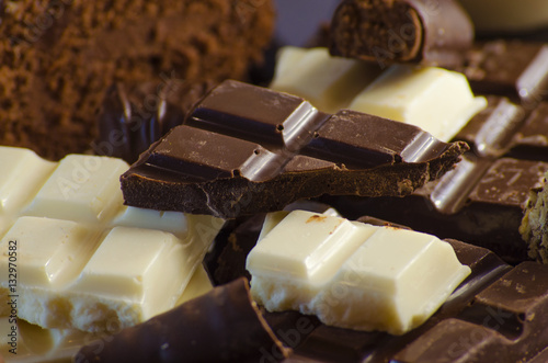 Photo  chocolate in range on the black background
