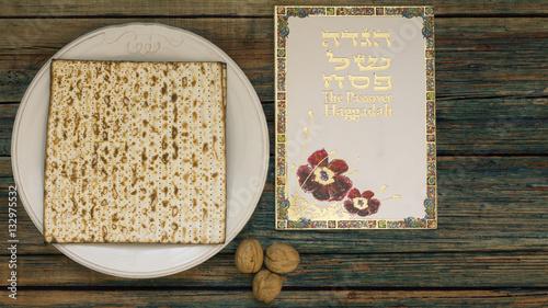 Zdjęcie XXL Biała płyta z matzah lub matza i Passover Haggadah na vint