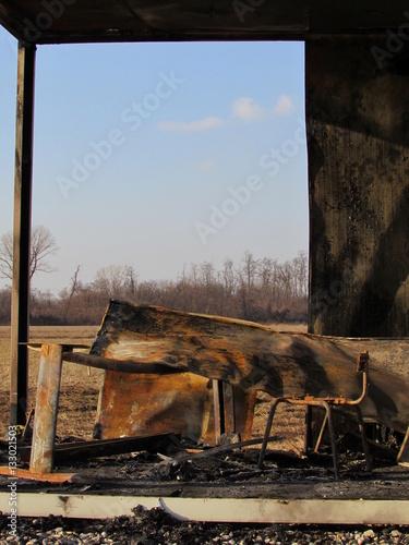 Fotografia, Obraz  Ufficio dato alle fiamme - carbonizzato