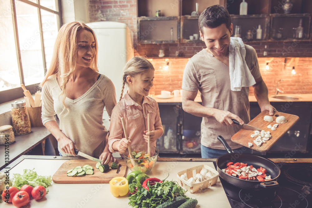 Fototapety, obrazy: Young family cooking