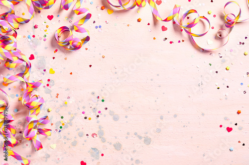 Fotografía  Delicate pink party background with streamers