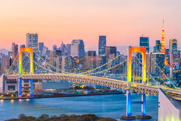 Obraz na Szkle Mosty Tokyo skyline with Tokyo tower and rainbow bridge
