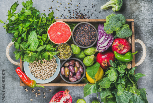 Montage in der Fensternische Sortiment Vegetables, fruit, seeds, cereals, beans, spices, superfoods, herbs, condiment in wooden box for vegan, gluten free, allergy-friendly, clean eating and raw diet. Grey concrete background and top view