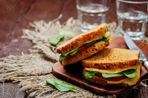 Papiers peints Snack Spinach tomato cheese grilled rye sandwiches