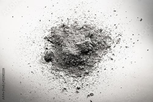Leinwand Poster Stapel von grauer Asche, Schmutz, Sand, Staubwolke, Tod bleibt