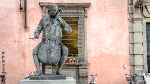Photographie  Lucca, Italy - September 04, 2014: Statue of Composer and Cellist Luigi Boccheri
