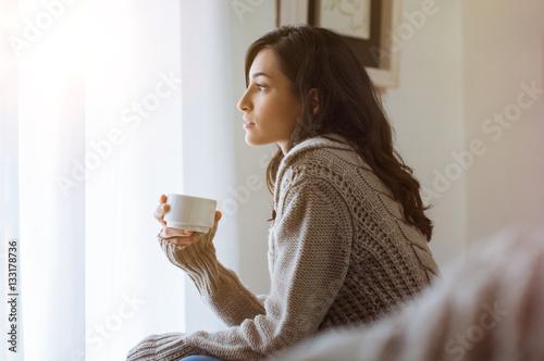 Pinturas sobre lienzo  Woman thinking at home