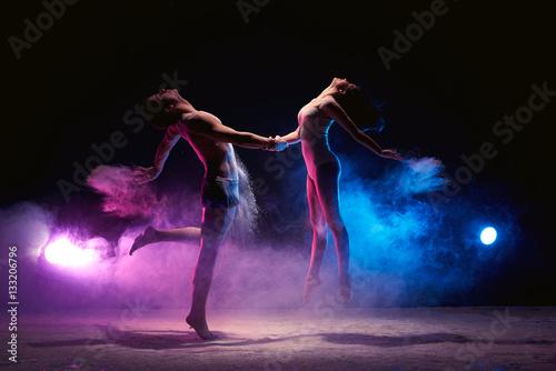 Küchenrückwand aus Glas mit Foto Tanzschule Couple dancing on the scene in cloud of powder