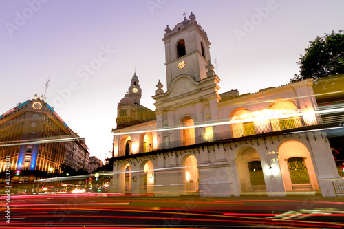 Spoed Foto op Canvas Buenos Aires Night automobile traffic front of the Cabildo of Buenos Aires, n
