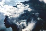 Dwoisty ujawnienie dziewczyny profilu portret i burzowy cloudscape - 133294909