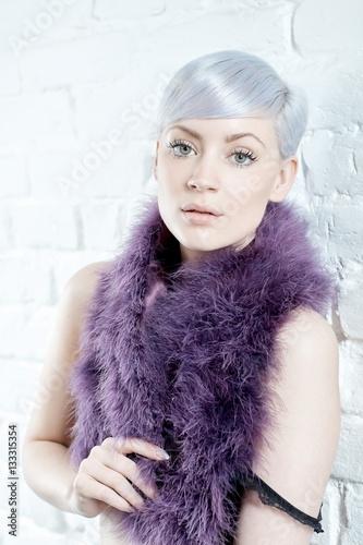 Photo  Sensual woman in purple boa