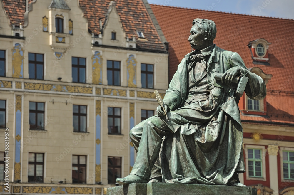 Fototapety, obrazy: Pisarz na pomniku, Wrocław