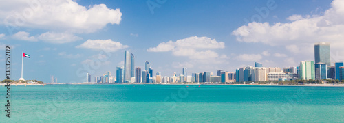 Spoed Foto op Canvas Abu Dhabi Abu Dhabi city skyline, United Arab Emirates.
