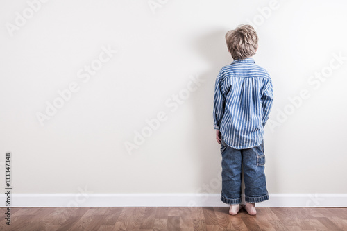 Fotografie, Obraz Boy standing up against a wall