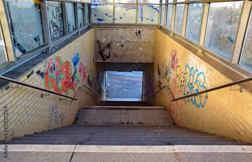Photo sur Toile Gares Vandalismus