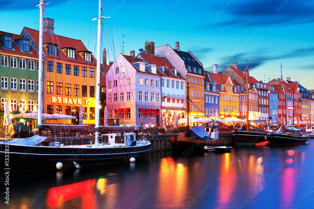 Fényképezés Evening scenery of Nyhavn in Copenhagen, Denmark