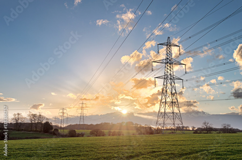 Fotografia Electricity Pylon - UK standard overhead power line transmission tower at sunset