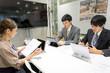 会議・打ち合わせのイメージ(ビジネス・男性・女性)