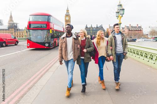 Foto op Plexiglas Londen Group of friends having fun in London