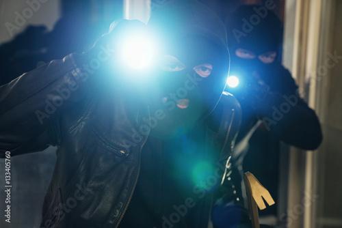 Einbrecher Im Haus Buy This Stock Photo And Explore Similar Images