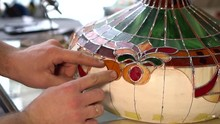 Master Makes Tiffany Stained Glass Lamp, Try On A Piece Of Glass To Light Form