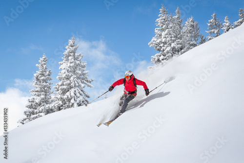 fototapeta na lodówkę Freeride skiier riding in deep powder snow