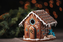 Christmas Gingerbread House De...