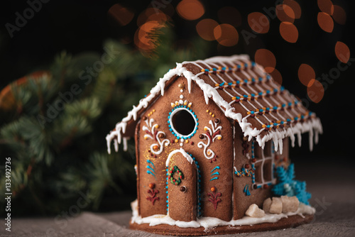Foto op Canvas Kerstmis Christmas gingerbread house decorated with glaze