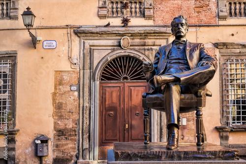 Lucca, Piazza Cittadella z Puccini-Denkmal