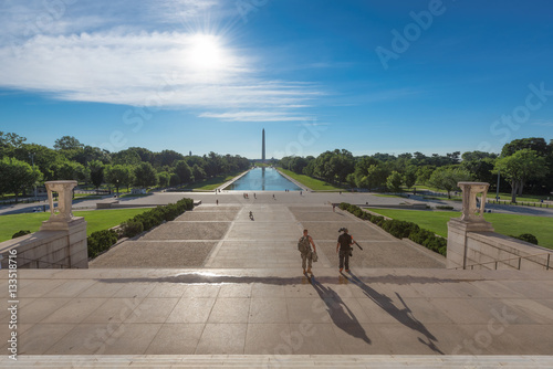 Photographie  Bright sunrise at dawn reflects Washington Monument in new reflecting pool by Lincoln Memorial