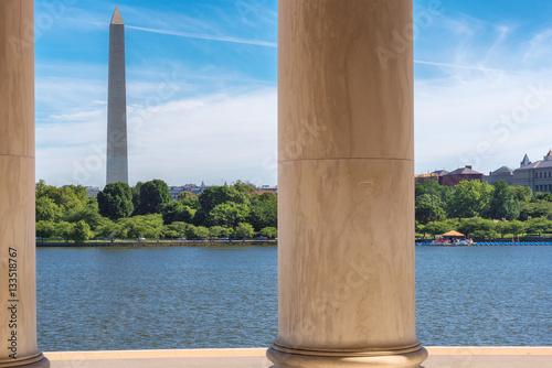 Washington monument from Jefferson Memorial in Washington DC. Tableau sur Toile