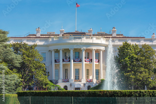 Photographie  The White House in Washington DC with beautiful blue sky at summer