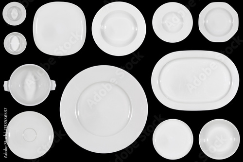 Fotografía  Variety of white plates of different sizes and shapes on black background direct