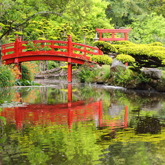 Obraz na Szkle Style Red bridge in Japanese garden