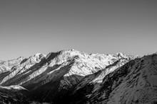черно белый пейзаж, горы Кавказа