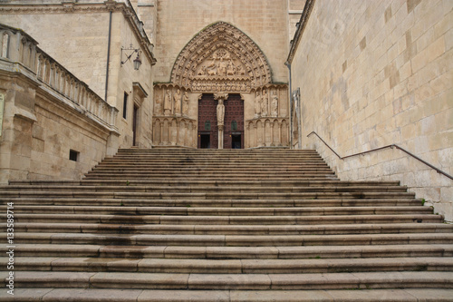 escalinata de entrada a la Catedral de Burgos, España