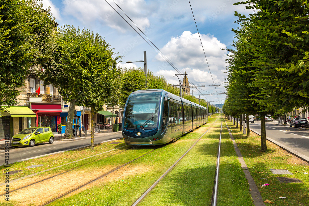 Fototapety, obrazy: Modern city tram in Bordeaux
