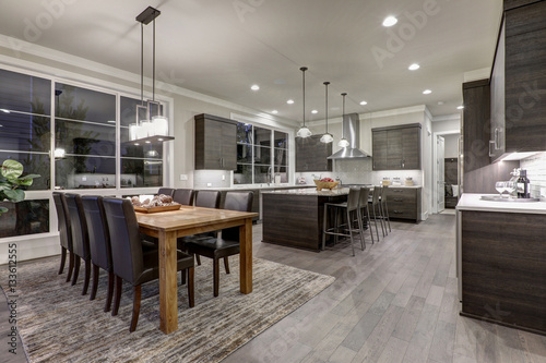 Fotografía  Luxury New construction home with open floor plan