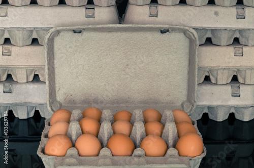 Papiers peints Retro Egg box full of fresh organic chicken eggs