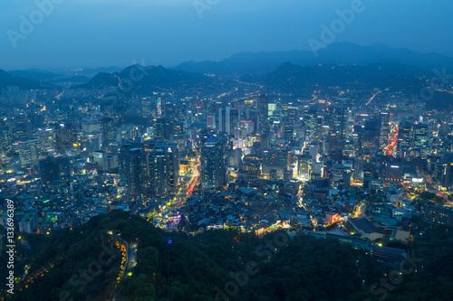 Keuken foto achterwand Seoel View of Namsan Hill and downtown in Seoul, South Korea, from above at dusk.